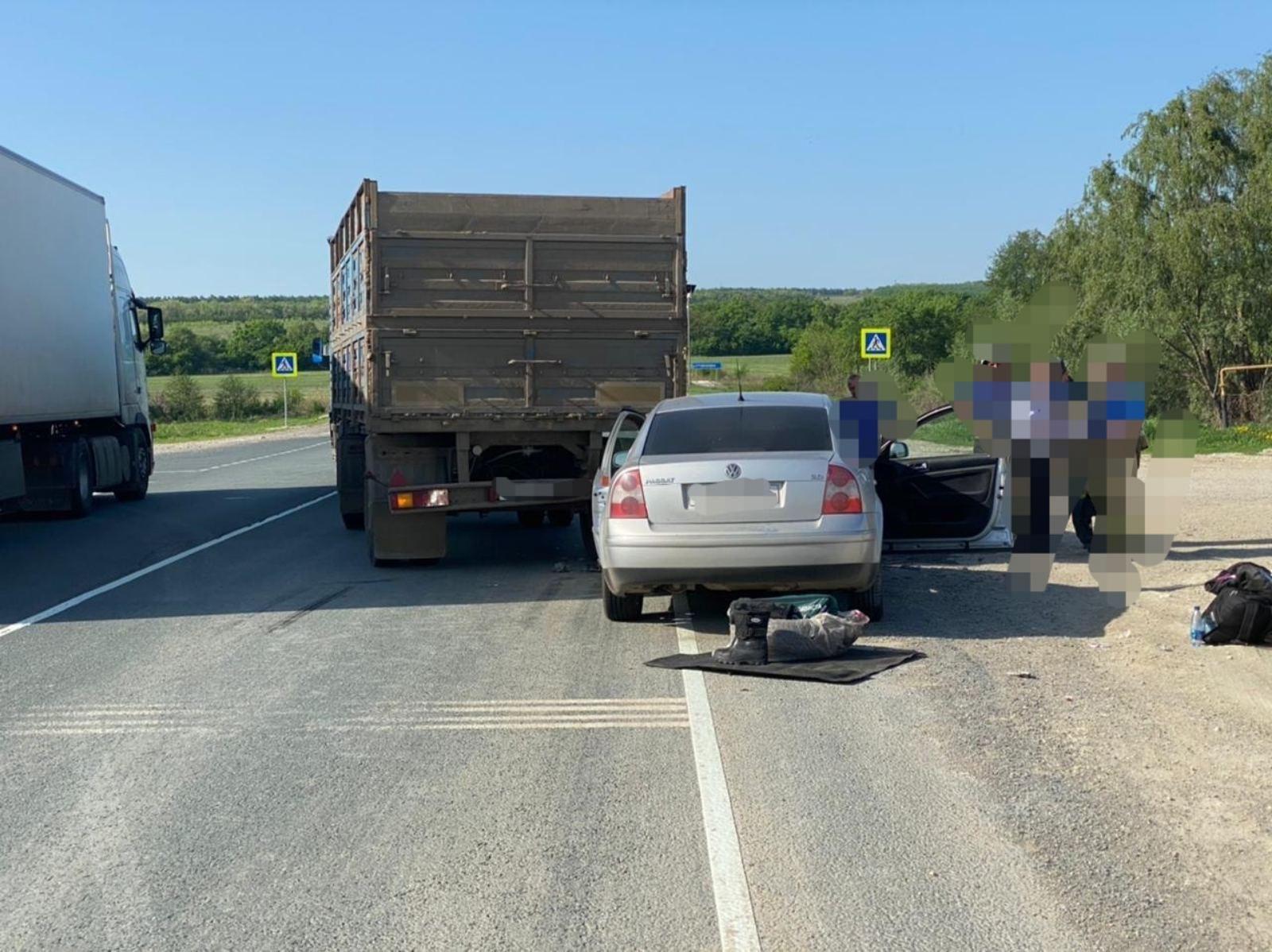 Водитель иномарки залетел под КамАЗ и покалечил пассажирку