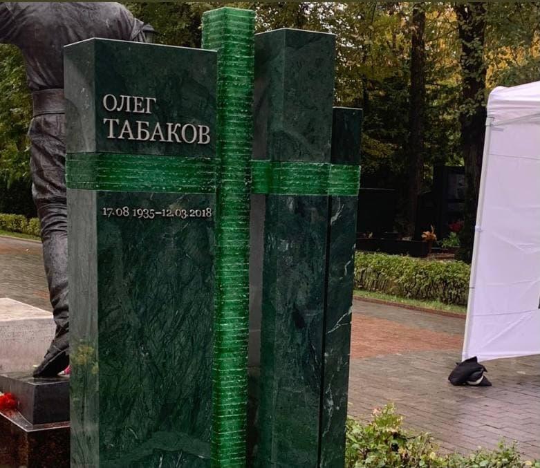 На Новодевичьем кладбище установили памятник знаменитому уроженцу Саратова