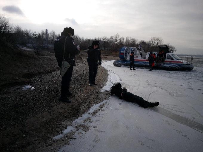 Прохожий нашел вмерзшего в лед мертвеца