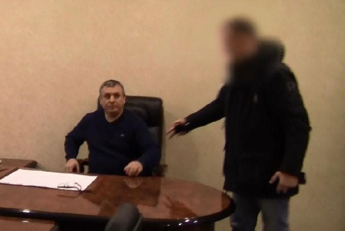 Бывшего главу Энгельсского района подозревают во взятке коттеджем
