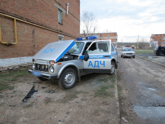 Мужчина разбил полицейский автомобиль и попал к психиатрам