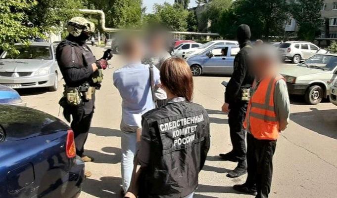 25-летний житель Саратова получил от 11-летней школьницы интимные фото и потребовал встречи