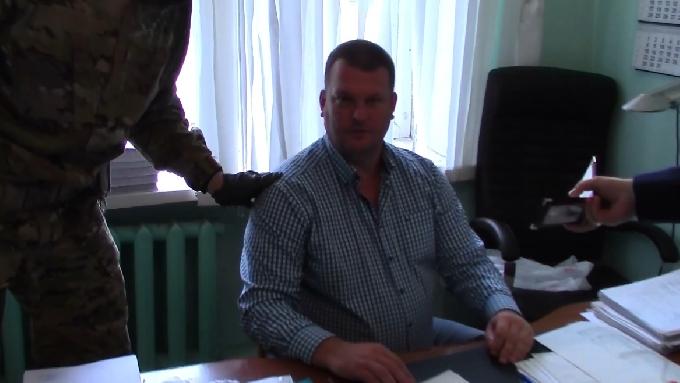 Подозреваемого в крупной взятке следователя СК арестовали на 2 месяца