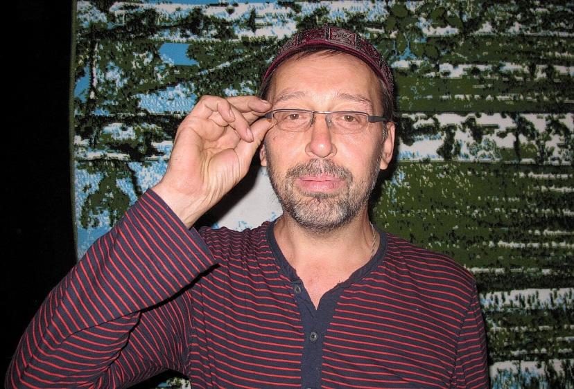 Популярный российский драматург захотел плакать от песни из Саратова