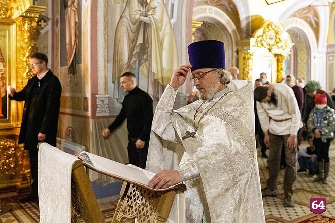 Саратовского митрополита просят привлечь к ответственности
