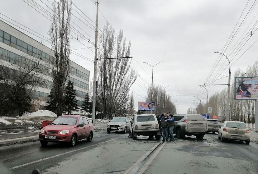 В аварии на проспекте 50 лет Октября пострадала водитель «Нивы»