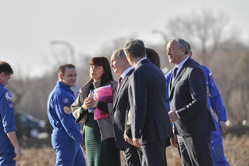 Владимир Путин посетил место приземления Юрия Гагарина в Энгельсе — Регион  64